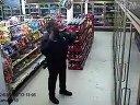 监控拍的警察跳机械舞