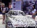 2012成都国际车展:露脐美模热舞洗车