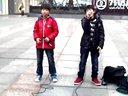 [拍客]万达广场遇两正太对唱<人质>碉堡了