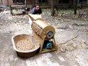 平菇菌料层播装袋机食用菌机械视频 ()