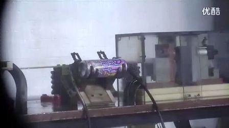 看傻眼!牛人用高压电瞬间粉碎易拉罐