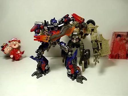 变形金刚玩具碎骨魔 –