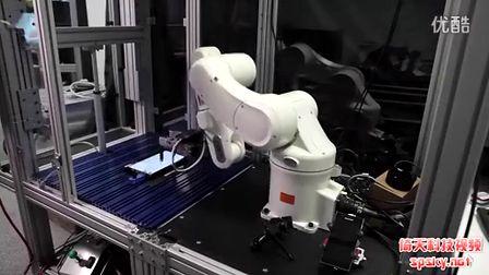 英特爾機器人用手指玩《割繩子》游戲