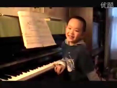 儿童弹钢琴 – 搜库