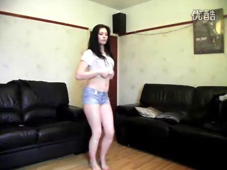 热裤美女热舞自拍