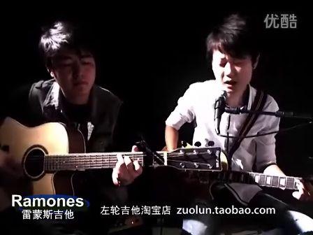 电吉他木吉他双琴深情演绎 左轮兄弟弹唱《我真的受伤了》