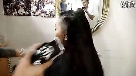优酷美女剪发剃光头 C