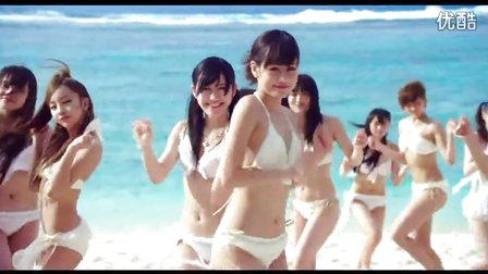 一群白色比基尼美女沙滩热舞