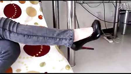 美女穿高跟鞋踩男人_高跟鞋踩男人_美女踩男人要害 ...