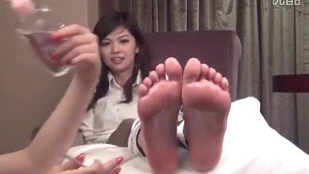 中国性感美女被挠脚心