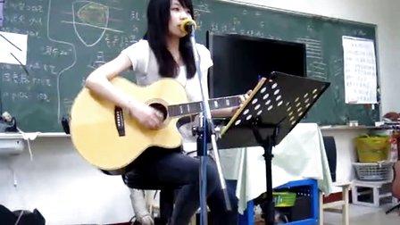 美女吉他弹唱-林俊杰《当你》