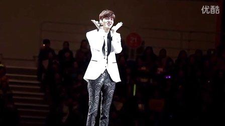 李敏镐表演韩国手指舞《可爱颂》引粉丝尖叫