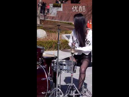 高清火辣美女打鼓-3023视频-动态图美女乐团图片