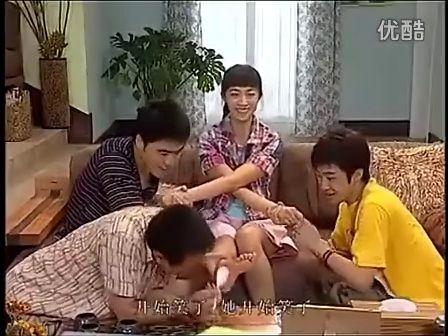 中国美女被挠脚心视频