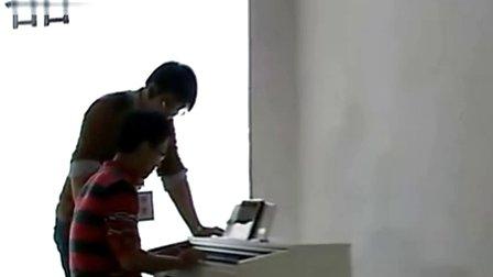 极客智能钢琴登录上海电视台外语频道!