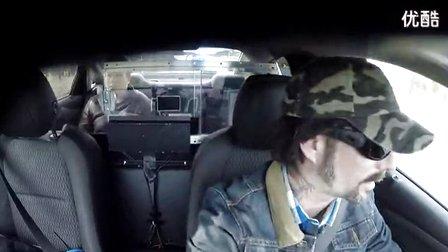 冠军车手再次出山 警匪追车战吓坏乘客