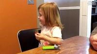 小萝莉第一次吃跳跳糖。。。
