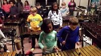 由50位7-12岁的小音乐家组成的乐团