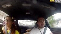 一个职业赛车手妹子假装新手去驾校学车,哈哈哈!