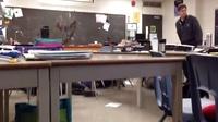 学生在学校里突然集体装死,老师楞了一下就反应过来了