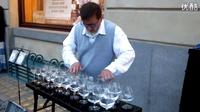 牛人用红酒杯演奏出动人的音乐,太好听了!