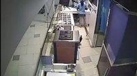 上海日月光中心非正常營業時間放行客人進入商場導致員工手機被偷