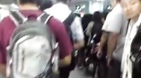 深圳地鐵深大站排長龍進站,悲催的上班族!!(二)