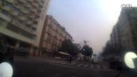 成都傳媒大廈門口出租車闖紅燈