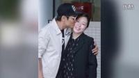 54歲杜德偉30歲妻子產后出院 當眾親吻