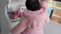 小涵寶在母嬰店里面玩