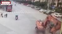 慘痛!監拍綿陽老人小孩過馬路  遭工程車碾壓_標清