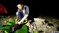 太郁悶了,農村小伙野外過夜捕魚,一覺醒來漁網又被水沖走了