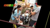 疾病纏身功夫巨星洪金寶如今出門買個菜都要坐輪椅